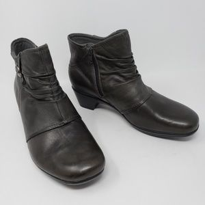 Earth Orgins Gray Runched Leather Ankle Boots Wide